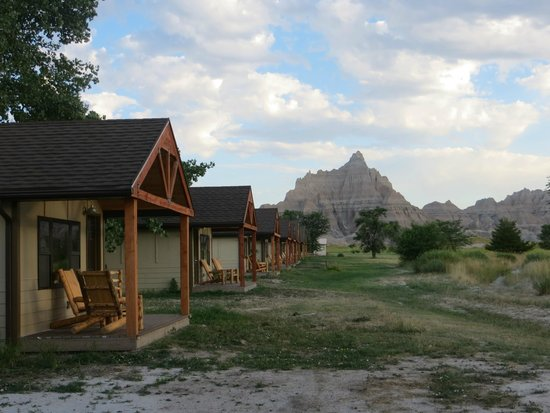 Cedar Pass Lodge: Rear porches of the cabins