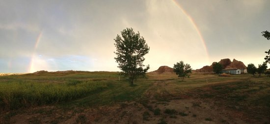 Cedar Pass Lodge : Rainbow at sunrise (view from the cabin)