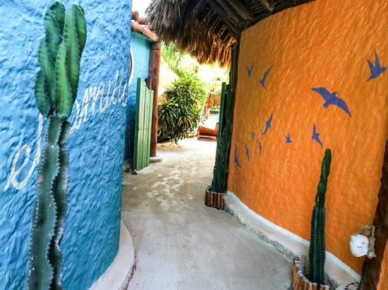 Holbox Hotel Casa las Tortugas - Petit Beach Hotel & Spa : Hallway from beach area to pool and rooms