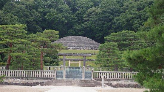 Fushimi Momoyamaryo : Emperor Meiji's Tomb