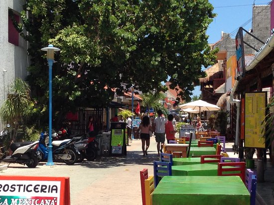 Ixchel Beach Hotel : quaint restaurants & shops of downtown