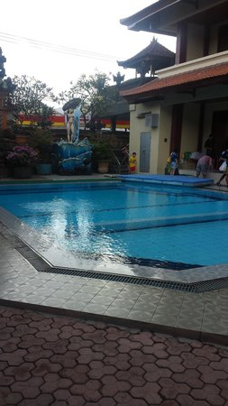 Masa Inn: Front pool - located just near the entrance