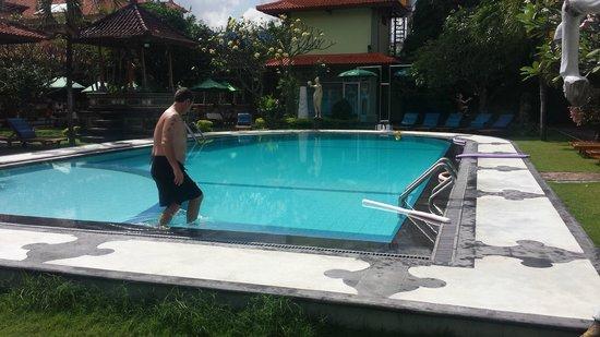 Masa Inn: Back pool