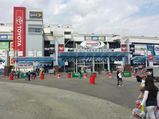 Richmond International Raceway: Midway