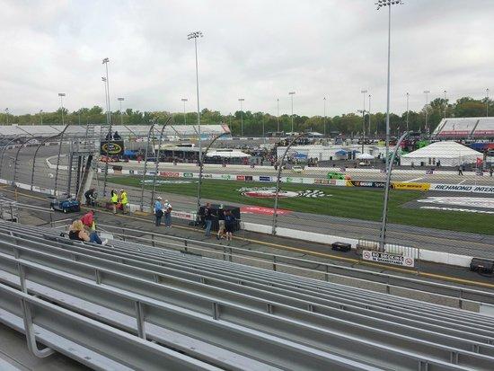 Richmond International Raceway : Front Stretch