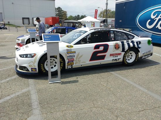 Richmond International Raceway : midway