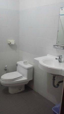 Masa Inn: Good clean bathroom - old but still good