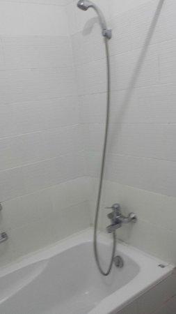Masa Inn: Bath/shower
