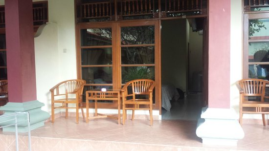 Masa Inn: Front veranda of room 116 - nice place for a beer in the afternoon