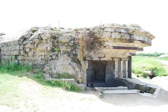 Pointe du Hoc : Damaged gun emplacement.