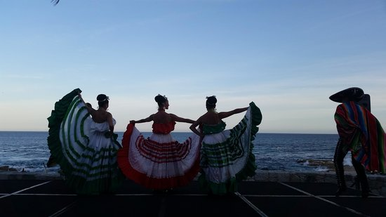 Grand Fiesta Americana Los Cabos All Inclusive Golf & Spa: maravillosa fiesta Mexicana al atardecer