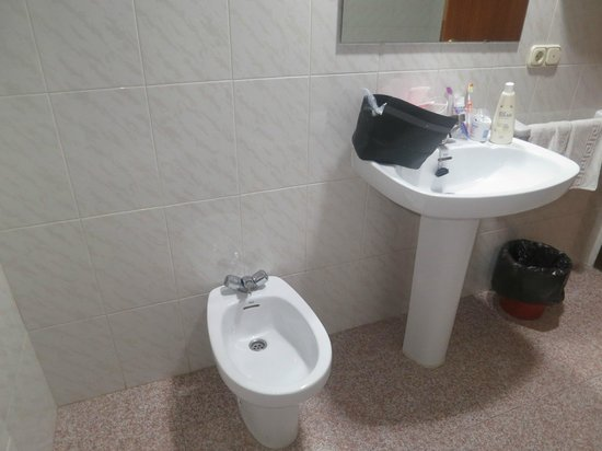 Pension La Orozca: Large Bathroom