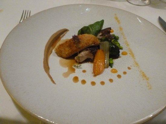 Hotel Restaurant Regis & Jacques Marcon : La pintade en deux cuissons : tb et écolo en plus car une pintade fait des centaines d'assiettes