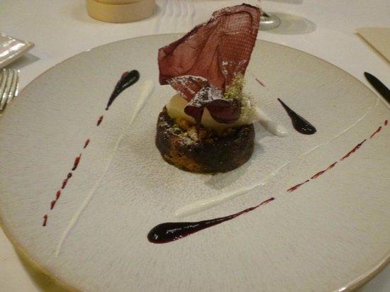Hotel Restaurant Regis & Jacques Marcon : Baba aux griottes : on peut améliorer