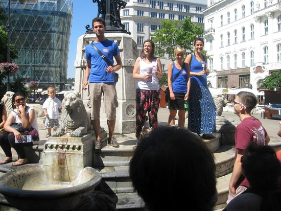 Free Budapest Walking Tours: Free Walking Tour Guides