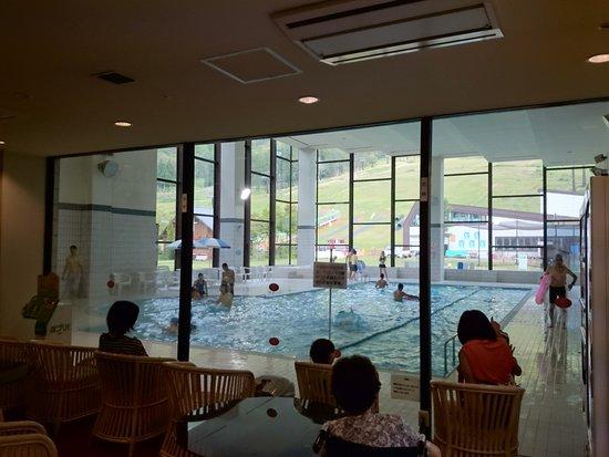 Hotel Tangram: プール(リゾート感がいま一つ足りない)