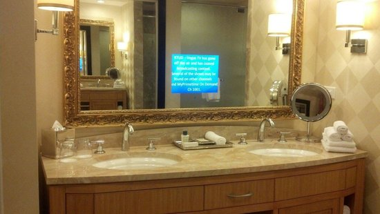Trump International Hotel Las Vegas: Huge bathroom