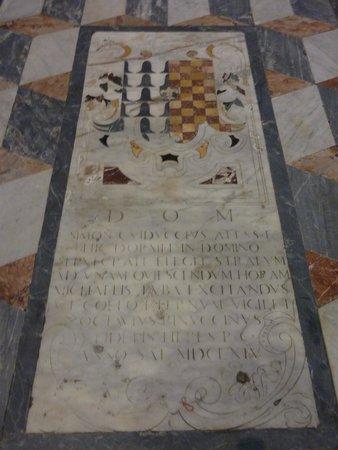 Via de' Tornabuoni: Eglise San Gaetano - marbre au sol