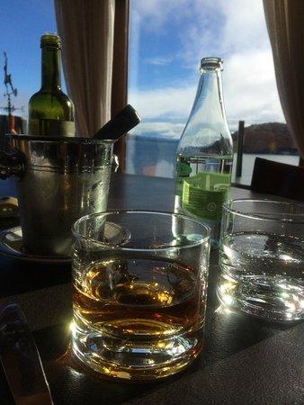 Charming Luxury Lodge & Private Spa: Vista do restaurante, drinks.