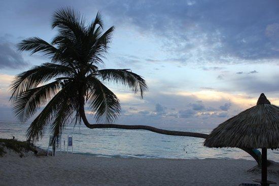 Luxury Bahia Principe Ambar Blue Don Pablo Collection: Los amaneceres son impresionantes!!! Merece mucho la pena madrugar!!!