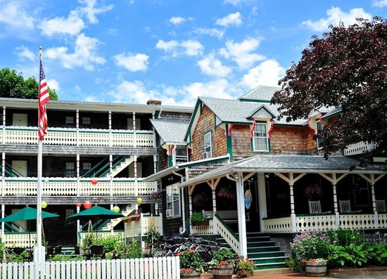 Photo of Pequot Hotel Oak Bluffs