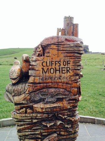 Barratt Tours: Cliffs of Moher sign