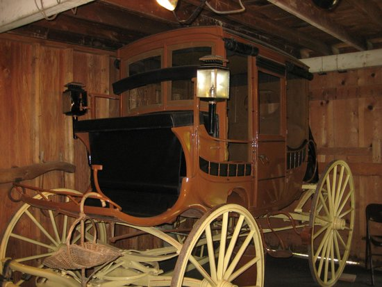 Columbus Chapel and Boal Mansion Museum: Country Life Exhibit Room: The 1850 Stage Coach