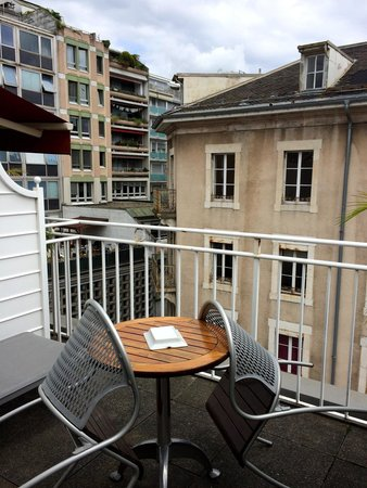 Hotel Kipling - Manotel Geneva: Table/seat on the balcony
