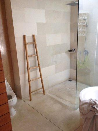 Maca Villas & Spa : shower