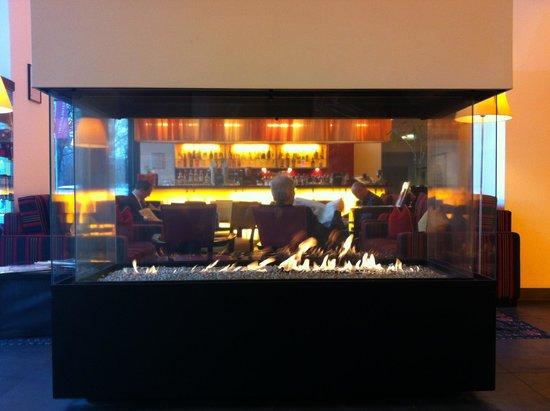 angelo Hotel Munich Leuchtenbergring : Лаунж с камином