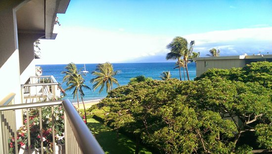 Aston at The Whaler on Kaanapali Beach: Beach view from our 6th floor lanai