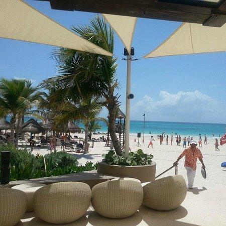 Catalonia Playa Maroma : bar service at the beach.
