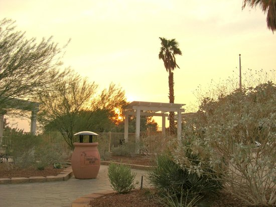 Furnace Creek Inn and Ranch Resort: Beautiful sunset