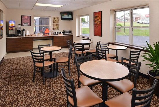 Econo Lodge : Renovated breakfast area