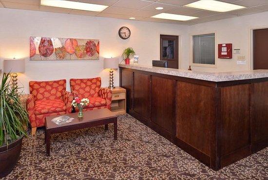 Econo Lodge : lobby and reception