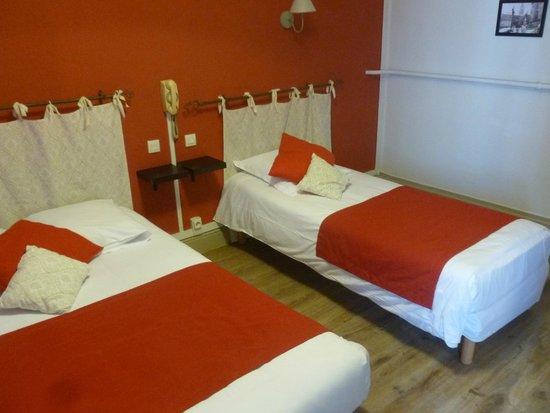 Hôtel du Midi : Chambre à deux lits très correcte