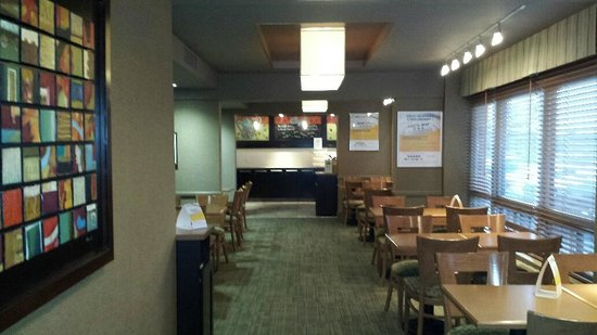 Quality Inn & Suites P.E. Trudeau Airport-Montreal: Very Nice Breakfast Area