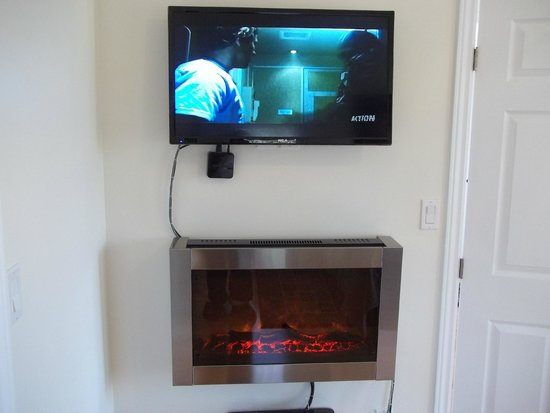 1840 Guest House B&B : Satellite TV / Electric Fireplace