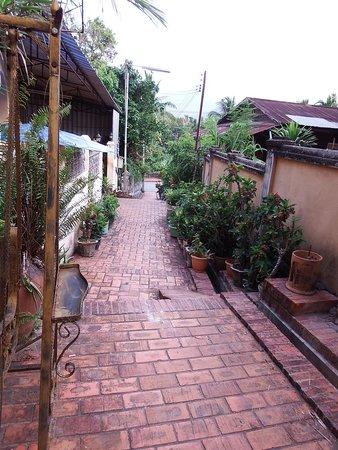 Old Quarter Luang Prabang : ルアンプラバンの路地を歩く