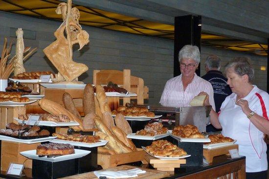 Hikka Tranz by Cinnamon: The wonderful bread bar