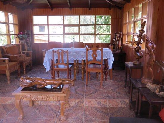 Hotel Inti Ñan: Escultura Tallado en Madera