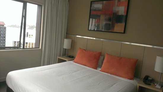 Travelodge Hotel Wellington: Bedroom: its best attribute was the view