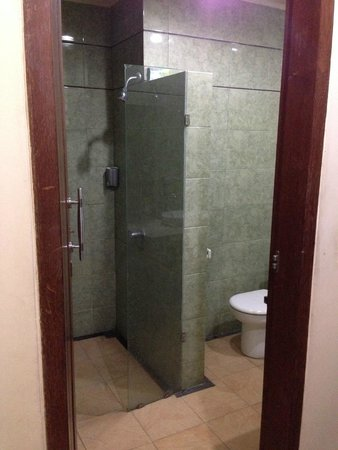 La Walon Hotel: Huge shower