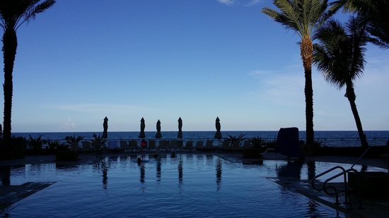 Eau Palm Beach Resort & Spa : Sunrise at the Tranquility pool