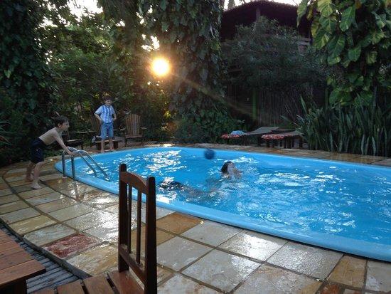 Pousada Vila Bela Vista: piscina al tramonto