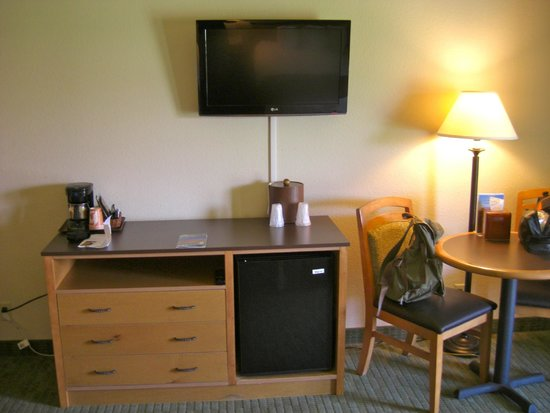 Furnace Creek Inn and Ranch Resort : Nice TV