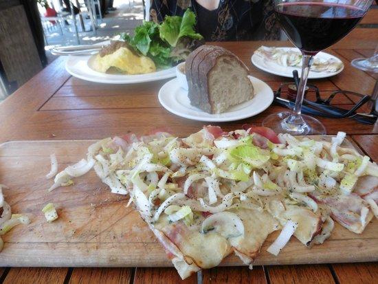 Trellis: Fresh bread and long bread!
