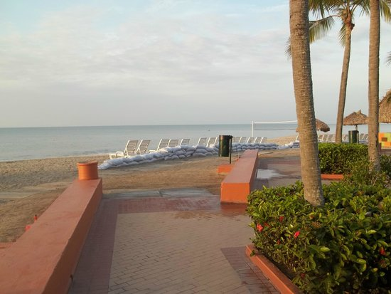 Royal Decameron Beach Resort, Golf & Casino : plage