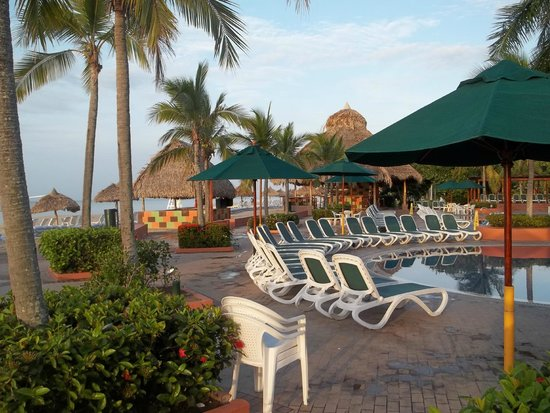 Royal Decameron Beach Resort, Golf & Casino : piscine