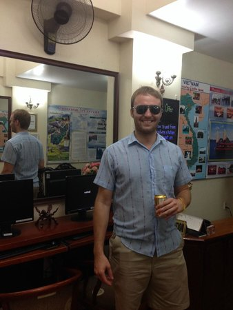 Hanoi 3B Hotel: They wanted to take a picture of me with my knockoff Raybans